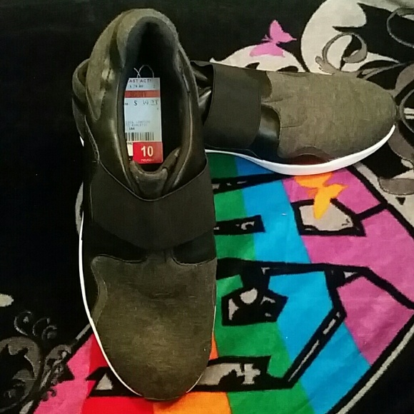 Slip on Sneakers Size 10
